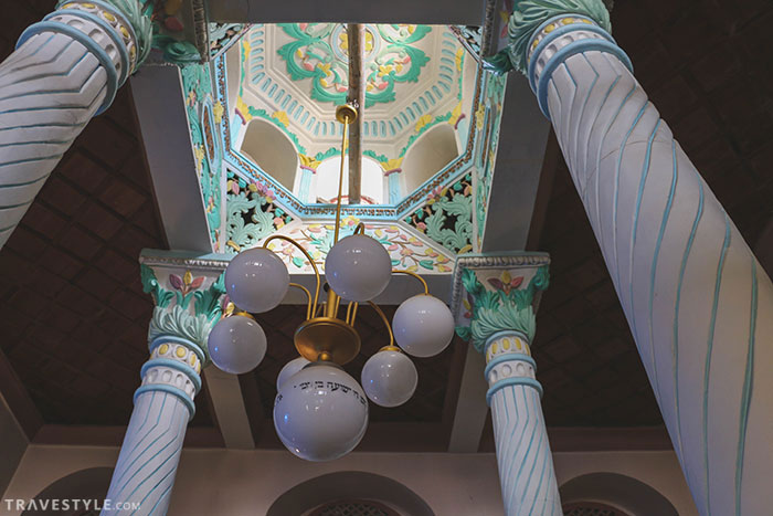 a visit to a jewish synagogue A discussion of jewish places of worship, including modern synagogues and the   several important ritual items found in the synagogue non-jews may visit a.