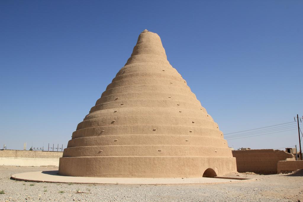 Maranjab desert: Sand dunes and Salt lakes adventures